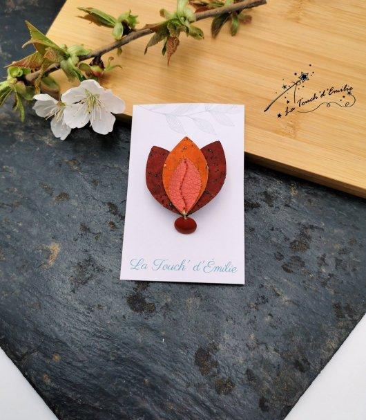 Broche Lotus Rouge brillant