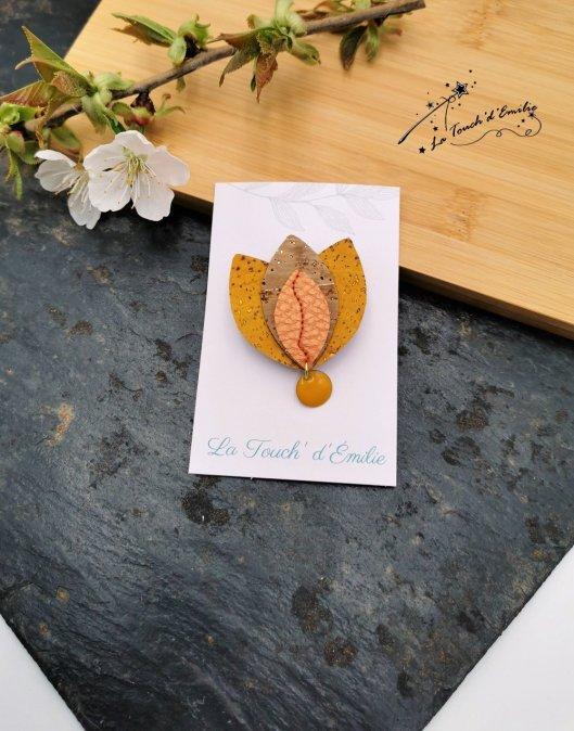 Broche Lotus Jaune cuivré